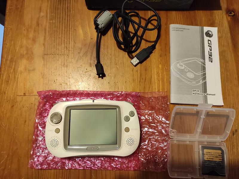 [VDS] Console Gamepark GP32 complète en boîte + jeux officiels 51109890586_ce91953405_c