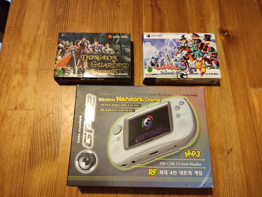 [VDS] Console Gamepark GP32 complète en boîte + jeux officiels 51109892706_47bdb99621_b