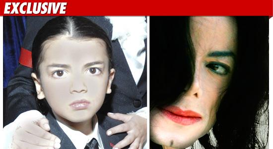 [RUMOUR] MJ fece dare impropriamente l'anestetico al figlio  - Pagina 2 0112-michael-jackson-blanket-ex-getty-2