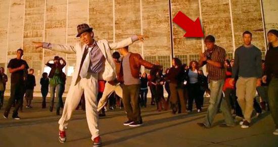 """Ballerino del video di MJ """"Io sostengo Murray"""" 0118-hold-my-hand-video"""