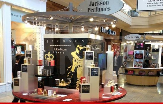 Joe Jackson vuole creare prodotti utilizzando l'effigie di MJ - Pagina 5 0202-joe-jackson-stand-tmz-sub