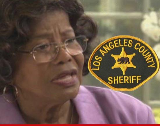 [SMENTITO] Katherine Jackson è considerata scomparsa - Guerra nella famiglia Jackson - Pagina 2 0723-katherine-jackson-la-sheriff-1