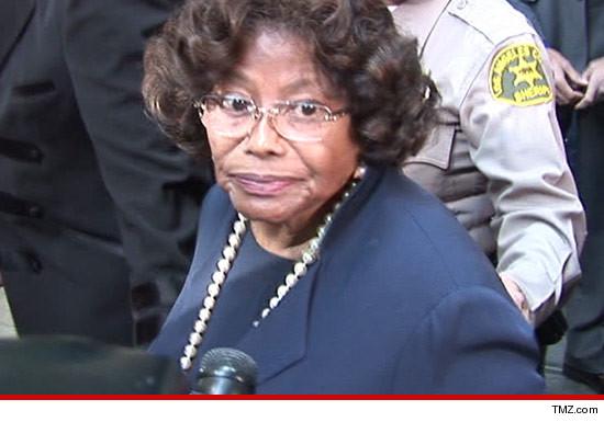 [SMENTITO] Katherine Jackson è considerata scomparsa - Guerra nella famiglia Jackson - Pagina 2 0724-katherin-jackson-tmz-3