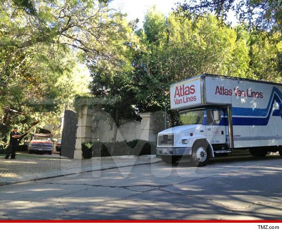 In vendita la casa di Holmby Hills dove MJ morì!  - Pagina 2 1026-carolwood-tmz-4
