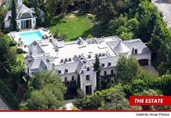 In vendita la casa di Holmby Hills dove MJ morì!  - Pagina 2 1026-celebrity-photos-carolwood-3