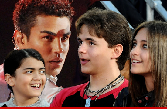 [AGGIORNAMENTI] TJ Jackson è il nuovo tutore legale temporaneo dei figli di MJ - Pagina 2 0206-tj-jackson-kids-1