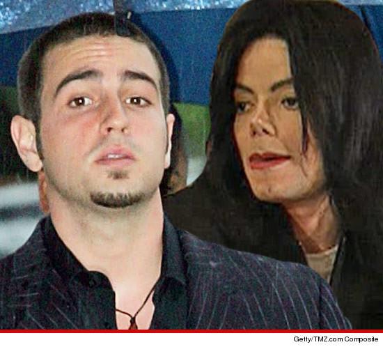 [ACCUSE RIGETTATE] Il coreografo Wade Robson accusa MJ di molestie  0508-wade-robson-michael-jackson-3