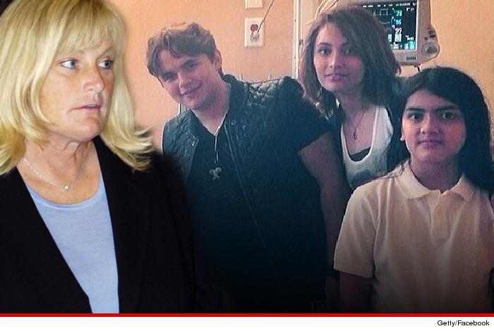 [CAUSA CHIUSA] Debbie Rowe rinuncia alla causa per la custodia dei figli 04-10-14-debbie-rowe-3kids-new-3