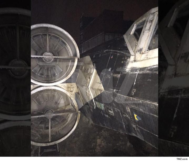 "[En cartelera] ""Rogue One: A Star Wars Story"" 0108-sub-star-wars-x-wing-tmz-6"
