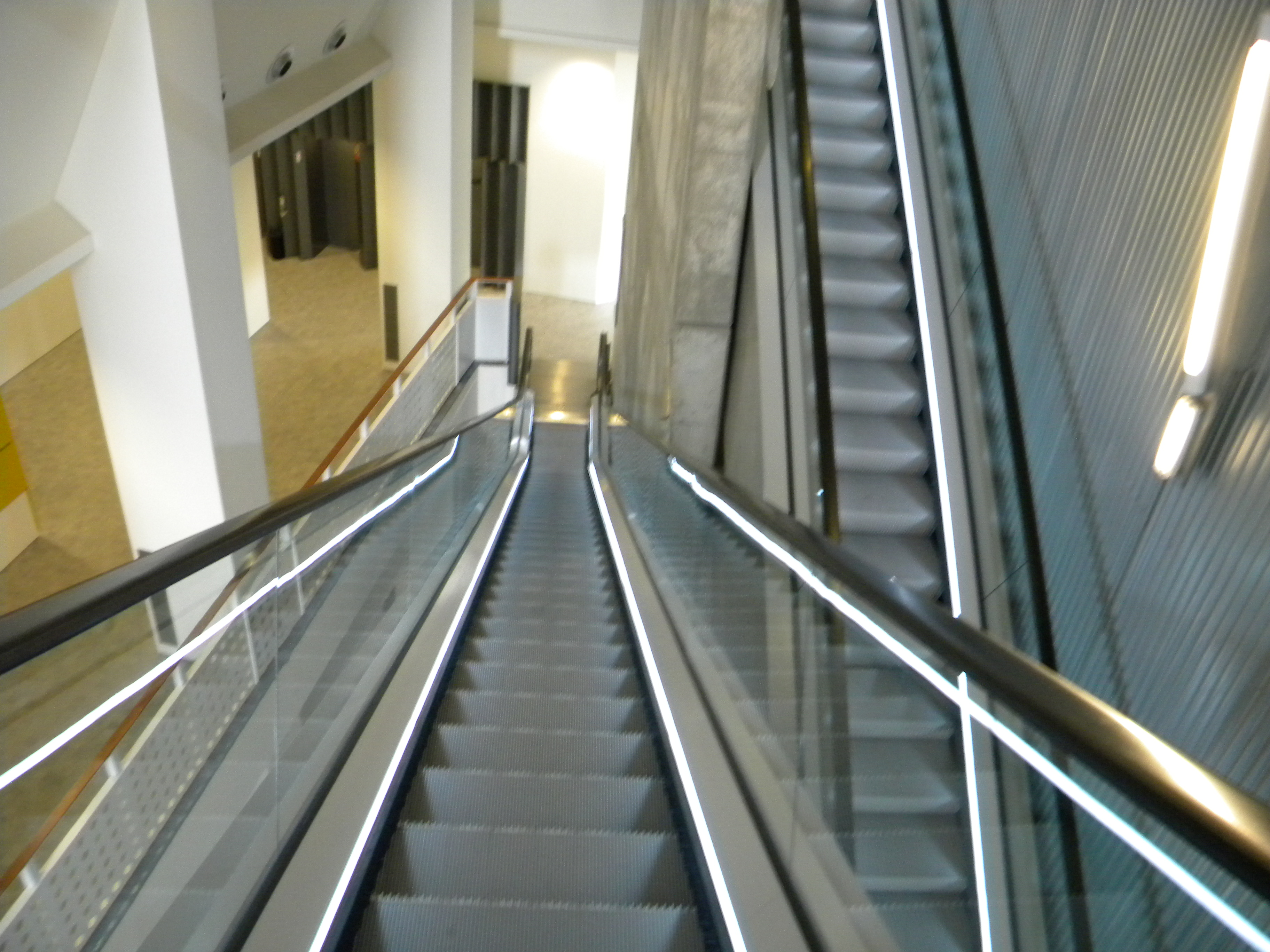 14 Escadas Rolantes