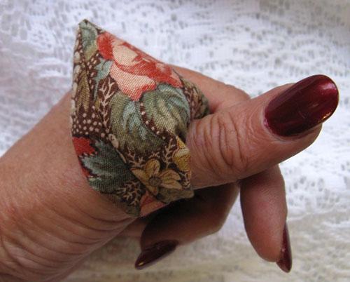 Игольница на палец Thumbpincushion03