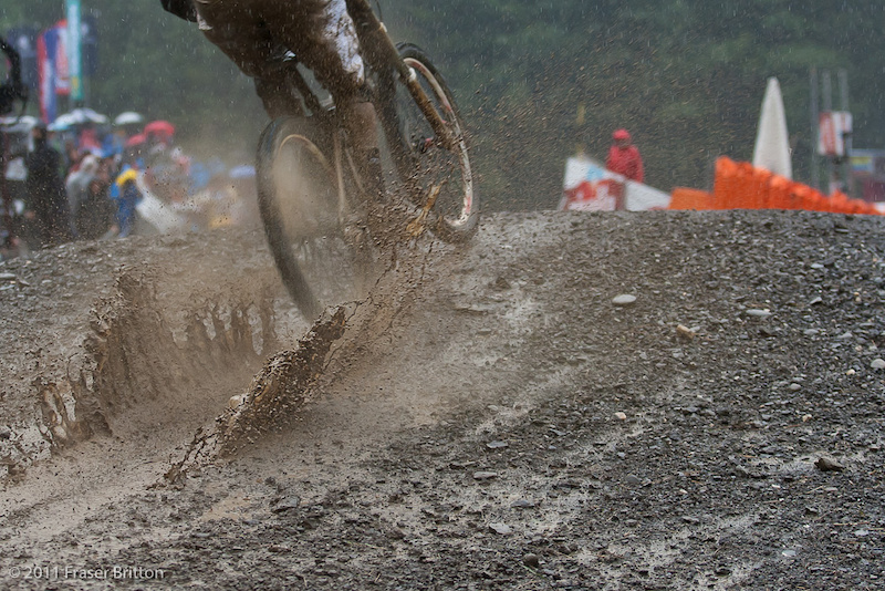 Championnats du Monde DH  Champéry  4 Sept 2011 - Page 2 P4pb7096392