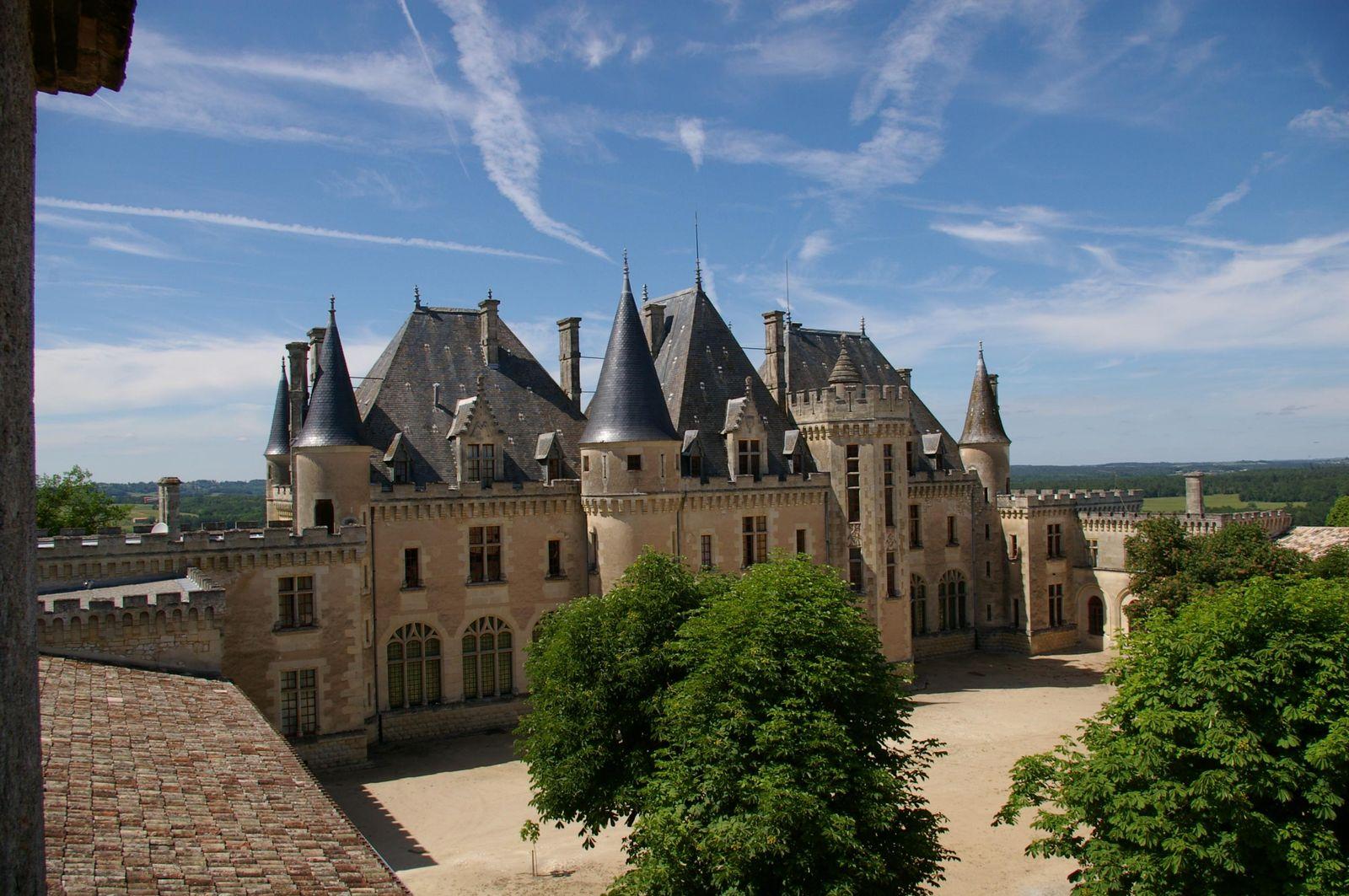 un château - ajonc - 26 septembre - trouvé par martine 1844_chateau-de-montaigne_saint-michel-de-montaigne