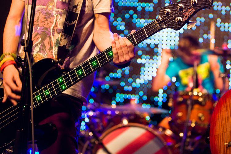 Pe Lanza dá dicas de como ser um bom baixista! Megashow_restart_f_031