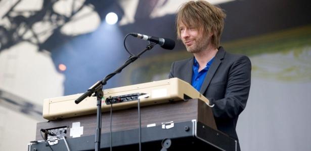 [Fotos] Thom Yorke - Página 14 Thom-yorke-durante-show-do-radiohead-no-festival-latitude-em-henham-park-19072009-1250547791356_615x300