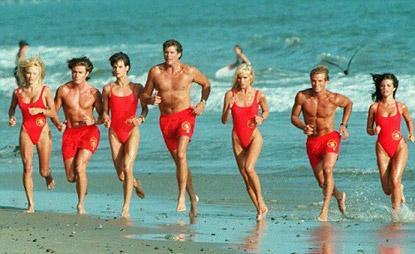 Aquellos maravillosos años Vigilantes-playa-ya-tienen-director-L-RBw1_y