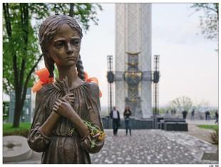 Aprobada por unanimidad la ley que anula las condenas franquistas - Página 10 Stalin-mato-hambre-siete-millones-ucranianos-L-CSSgov