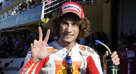 addio marco addio campione! Primo-podio-in-motogp-per-marco-simoncelli-a--L-Jlyl_5