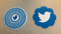 تويتر تختبر ميزة لإضافة الملصقات إلى الصور قبل نشرها 1458741929_