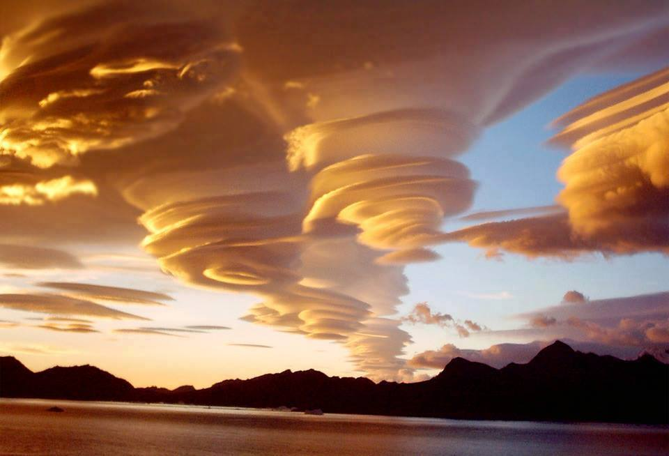 Les nuages - Page 2 1653765_342780275859807_1385215366_n