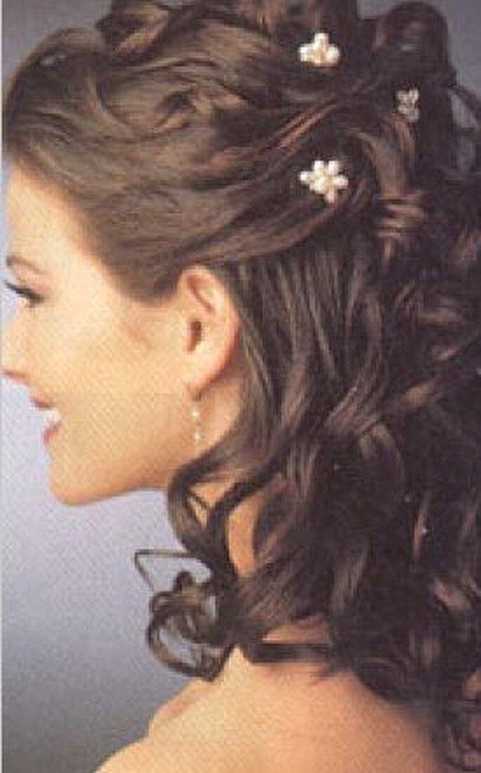 Pettinature sposa con capelli lunghi Semiraccoltiondulatiud7