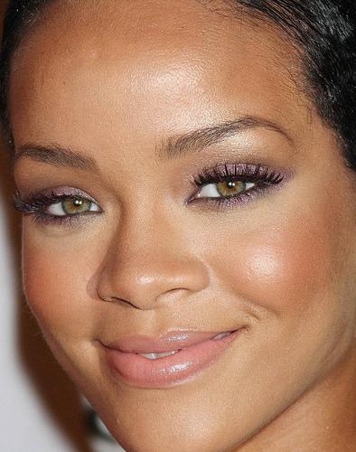 COLOR DE OJOS (clasificación y debate de personas famosas) - Página 10 Rihanna-Eye-Makeup-2