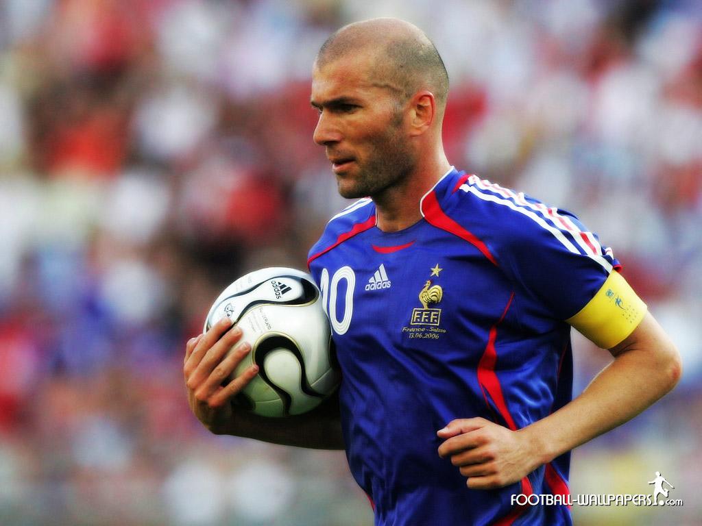ZINEDINE ZIDANE ..ZIZOU LE COACH EN DEVENIR - Page 3 Zinedine-Zidane-joueur-fran%C3%A7ais