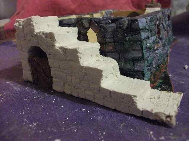 [TUTO] Toit en plâtre imitation ardoise (complément des murs en plâtre) EscalierPlatreMaison1_0001