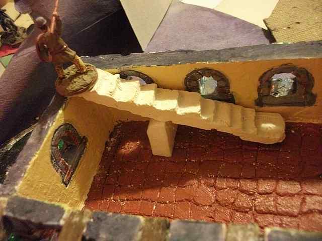[TUTO] Toit en plâtre imitation ardoise (complément des murs en plâtre) EscalierPlatreMaison1_0004