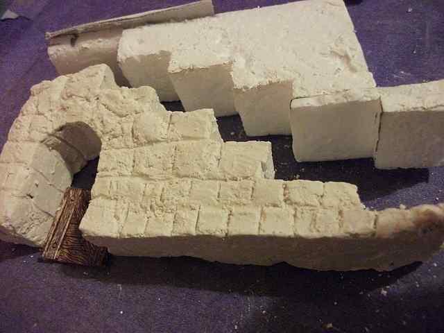 [TUTO] Toit en plâtre imitation ardoise (complément des murs en plâtre) EscalierPlatreMaison1_0005