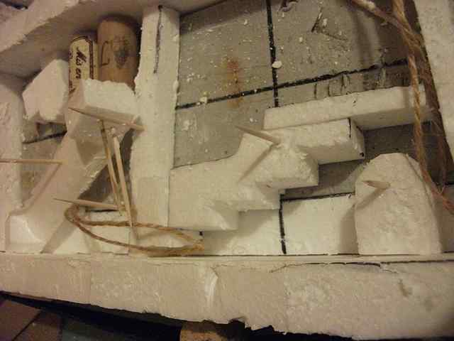 [TUTO] Toit en plâtre imitation ardoise (complément des murs en plâtre) EscalierPlatreMaison1_0008