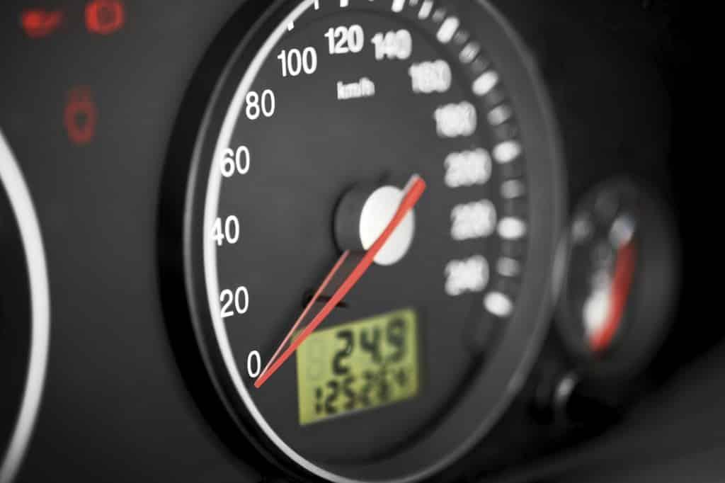 Comment vérifier le kilométrage d'une occasion allemande ? V%C3%A9rification-kilom%C3%A8tres-compteur-trafiqu%C3%A9-1024x682