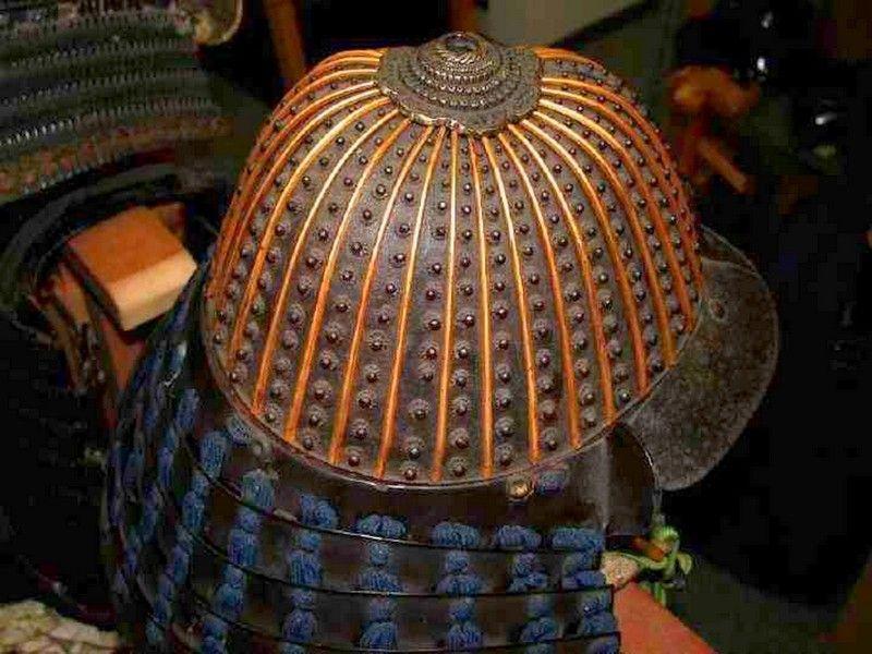 CUIRASSES, ARMURES ET BOUCLIERS Samurai_helmet21