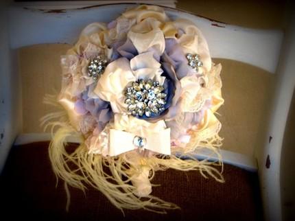 Свадебные букеты из винтажных украшений. Small-bridal-bouquet