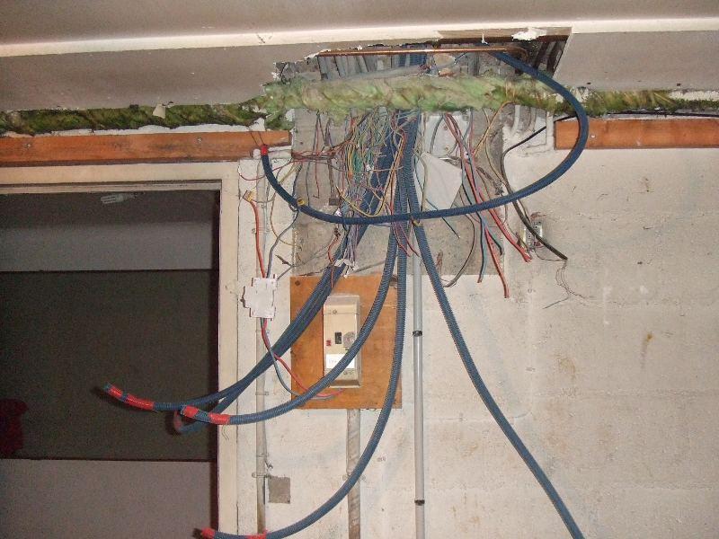 2 p'tites questions, tableau électrique et TV par cable. DSCF2958