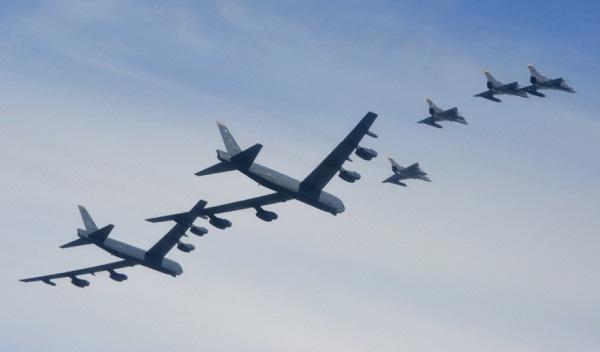 Colombia - Página 17 FAC-USAF_EjercicioRelampag4_15jul2019_bombarderosB-52_Kfir_FuerzaAereaColombia_cropped_600px