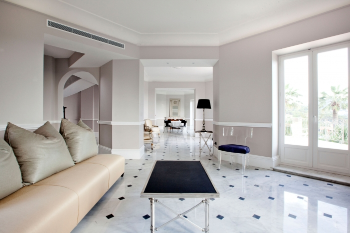 Idée peinture salon séjour / sol gris clair  - Page 2 Sol-marbre-blanc-carrare-marbrerie-bonaldi-villa-nice-john-moss