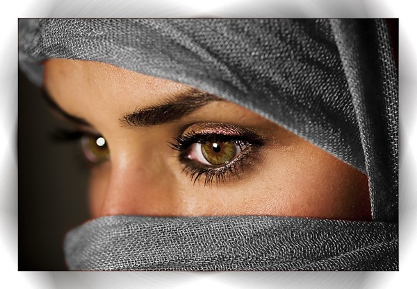 """Ojos verdes son traidores, azules son mentireiros...  marrones y acastañados son firmes y verdadeiros..."" - Página 2 Hermosos-ojos-arabes08"
