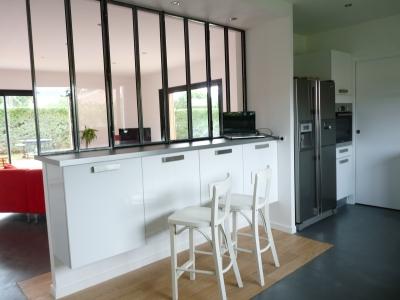 cuisine ouverte sur le salon , de l'aide SVP ! Verriere-partielle-interieur-est-equipe-verriere_519349