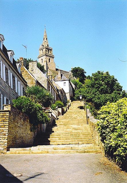 Les TEMPLIERS en Bretagne Brelevenez-escaliers