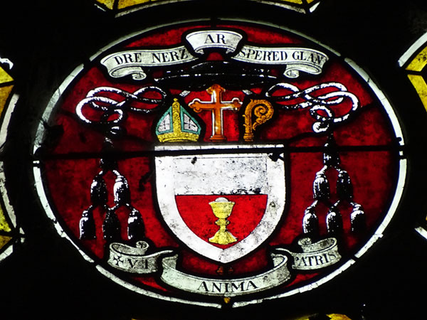 Le Saint-Esprit Vitrail-eveque-armoiries