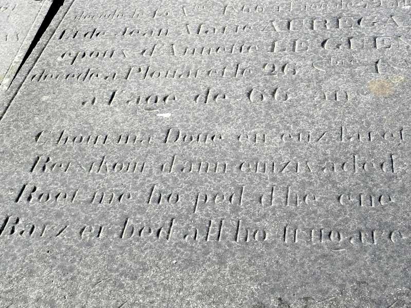 Skridoù brezhonek war ar bezioù Cimetiere-tombe-auregan6448