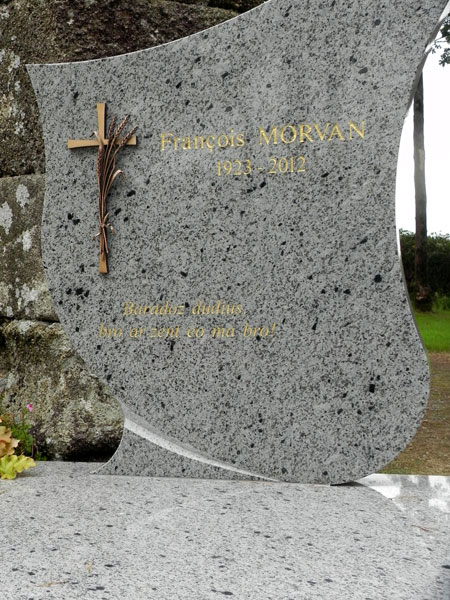 epitaphes bretonnes Pierre-tombale-9995