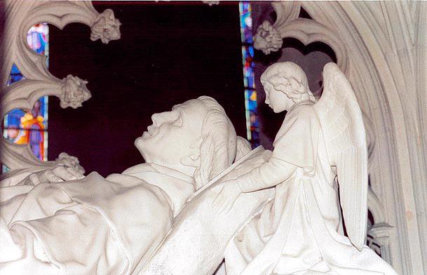 Saint YVES / Sant ERWAN Tombeau-cathedrale