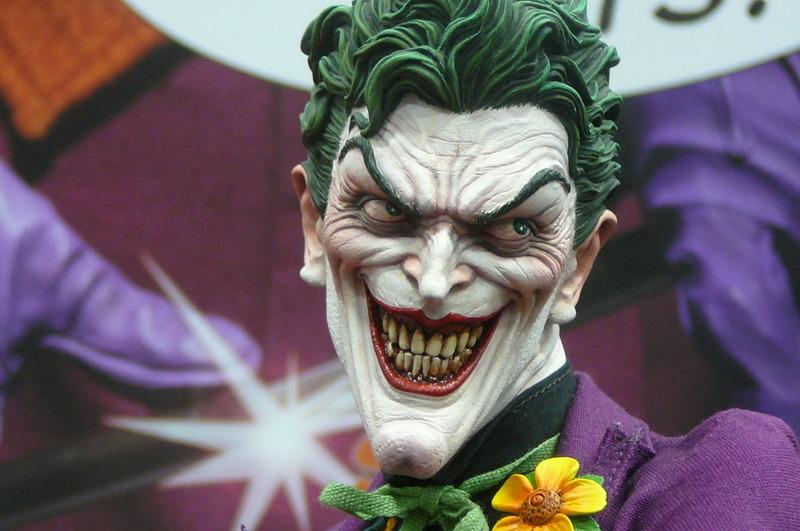 JOKER PREMIUM FORMAT Joker__premium_format_sideshow_comic_con__11_