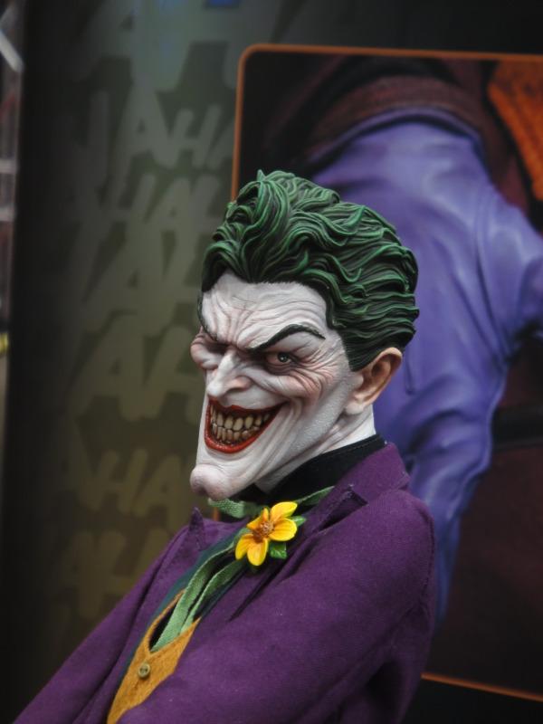 JOKER PREMIUM FORMAT Joker__premium_format_sideshow_comic_con__13_