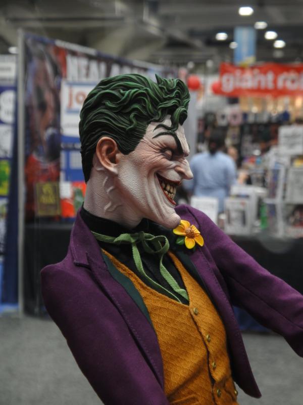 JOKER PREMIUM FORMAT Joker__premium_format_sideshow_comic_con__14_