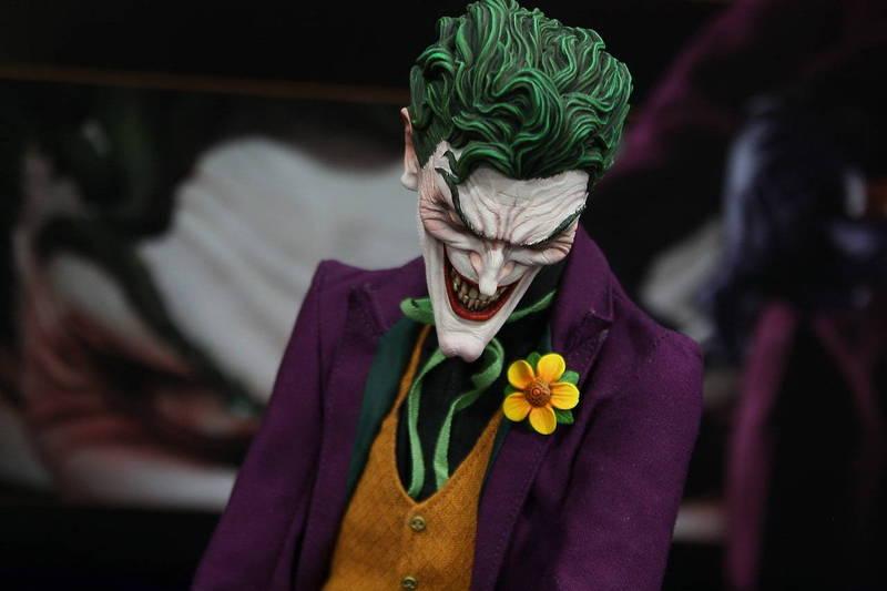 JOKER PREMIUM FORMAT Joker__premium_format_sideshow_comic_con__2_