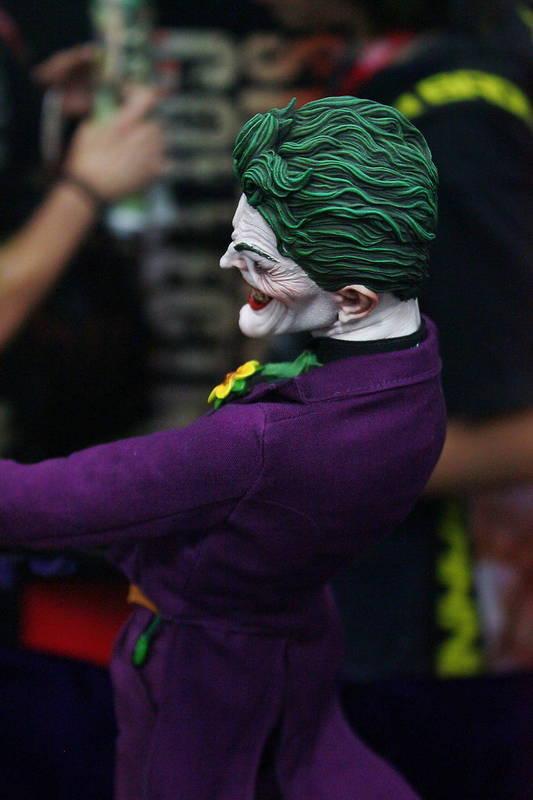 JOKER PREMIUM FORMAT Joker__premium_format_sideshow_comic_con__7_