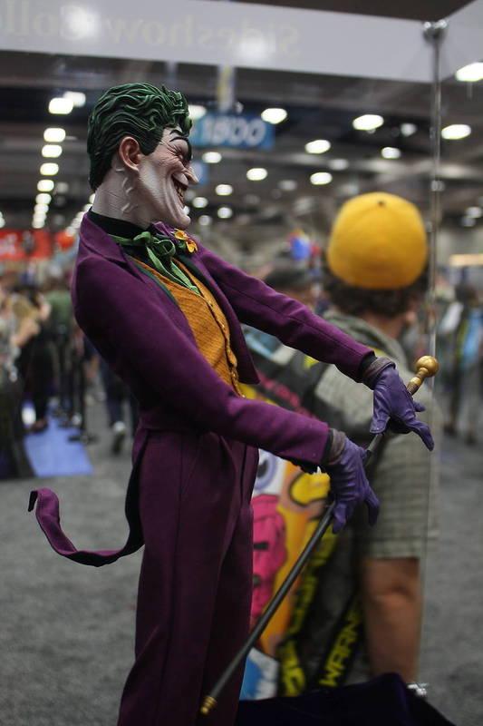 JOKER PREMIUM FORMAT Joker__premium_format_sideshow_comic_con__9_